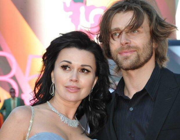 Анастасия Заворотнюк с мужем, фото YouTube