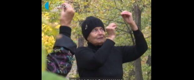 """87-річна українка винайшла """"еліксир молодості"""" і загадково усміхнулася: """"Ви теж так можете"""""""