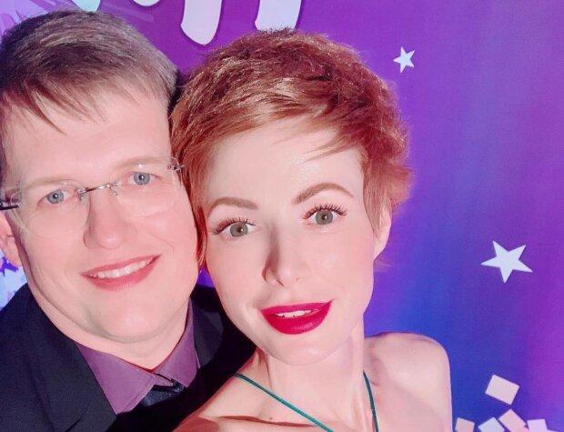 """Эпатажная невеста Розенко засветила женские прелести в глубоком декольте: """"Просто вау!"""""""