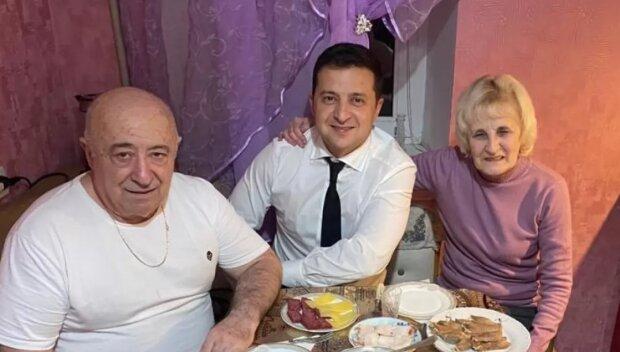 Зеленский с родителями. Фото: Facebook / Владимир Зеленский
