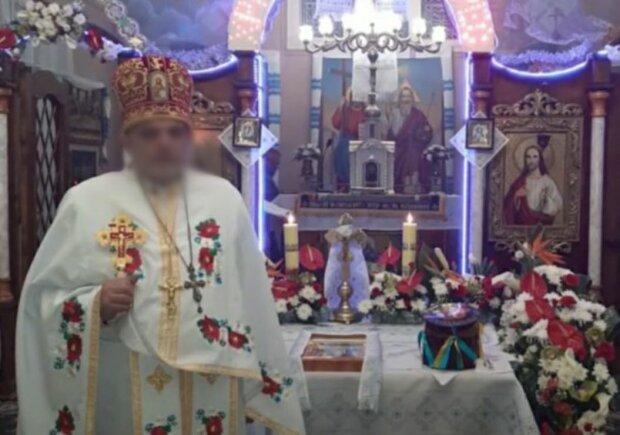 """У Львові священик-рейдер захопив церкву і виставив парафіян: """"Моліться на морозі"""""""