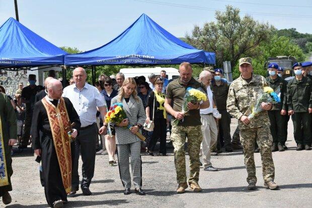 Отдали свои жизни защищая Украину: на  Донбассе почтили память павших героев