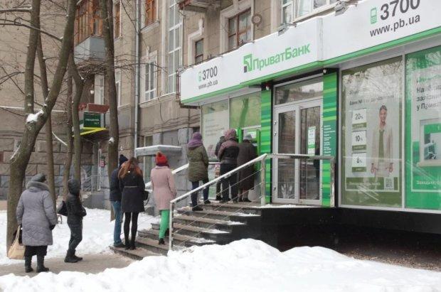 Система Привату ризикує обнулитися: рахунки українців заблокують, настане колапс