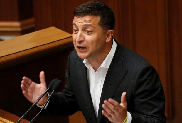 Зеленський знову хоче переписати Конституцію України: що відомо про новий закон президента