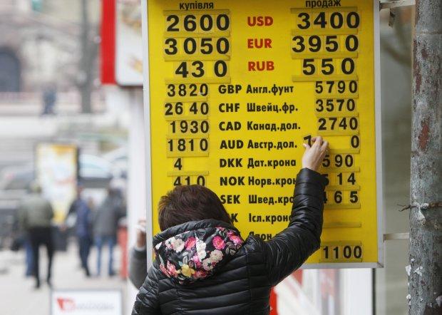 Курс гривні на три роки вперед: українці хапаються за голови, радіти нема чому