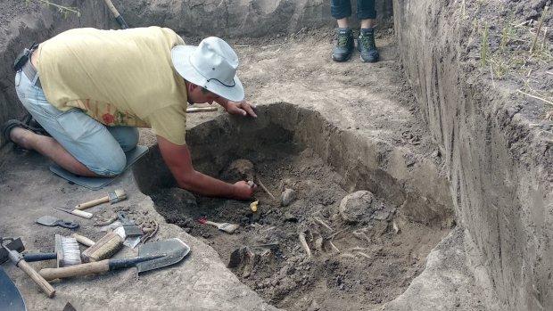 """На Житомирщині знайшли сотні тіл закатованих жінок та дітей: """"Кістки перерубані, виски пробиті"""""""