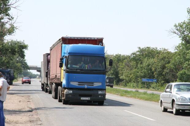 Из Киева резко исчезнут фуры