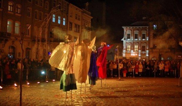 Львовский театр кукол восстановил работу