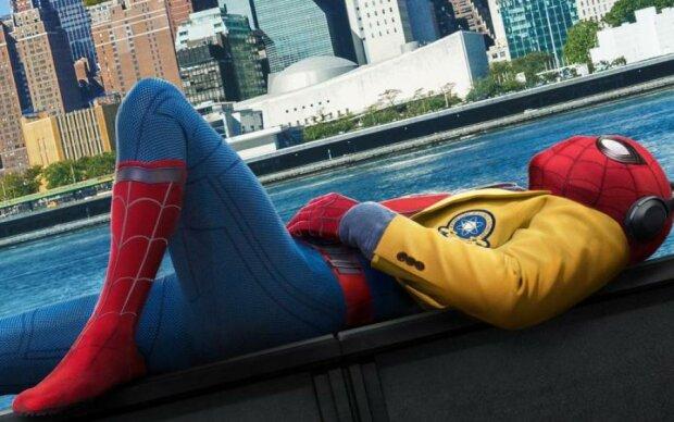 Людина-павук. Повернення додому: підліток чи супергерой