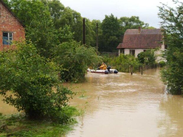 У затоплених прикарпатців нахабно вкрали компенсації, обіцяні Зеленським