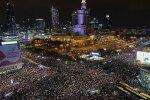 """У Польщі багатотисячні мітинги за аборти переросли в сутички з поліцією: """"Це означає війну"""""""
