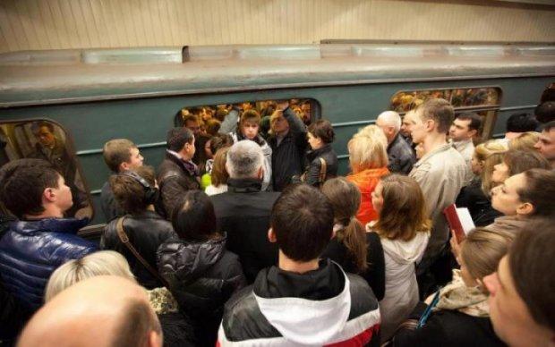 Екстремалки налякали пасажирів київського метро до смерті: відео
