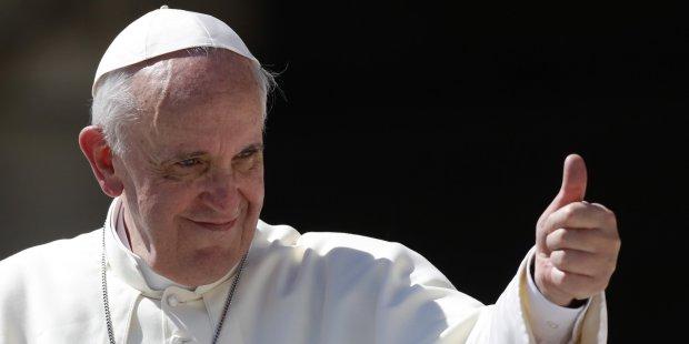 """Папа Римський ввімкнув """"блакитне світло"""" для ЛГБТ: гомосексуалізм – це модно"""