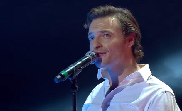 Поль Манондіз, французький співак, кадр з відео