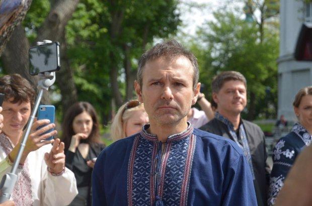 """Український письменник жорстко пройшовся по спискам партії Вакарчука: """"Голос у всій красі. Одна шв*ль"""""""