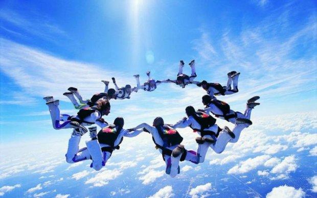 День парашутиста 2017: як зважитися на стрибок