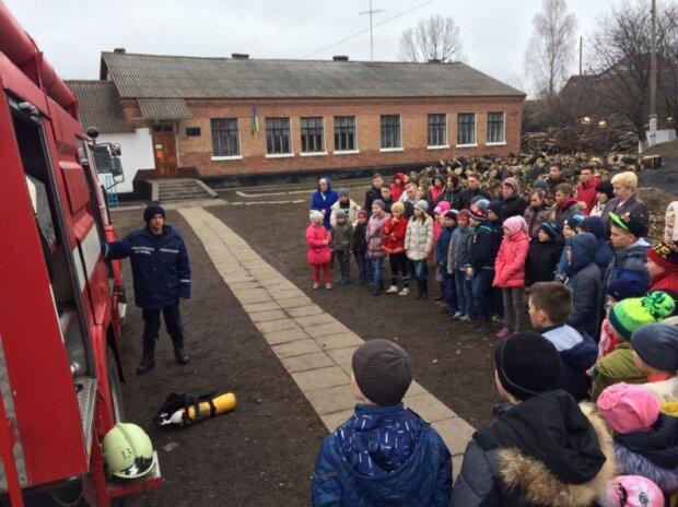 """""""Подарунок"""" з війни: на Одещині у повітря ледь не злетіла школа, понад 600 дітей екстрено евакуйовано"""