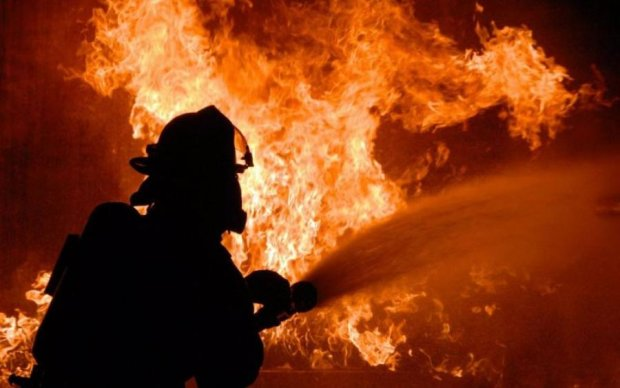 Популярный отель охватил жуткий пожар: кадры с места