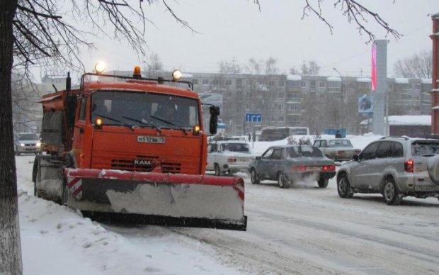 Посреди дороги в Киеве вспыхнул автомобиль: видео