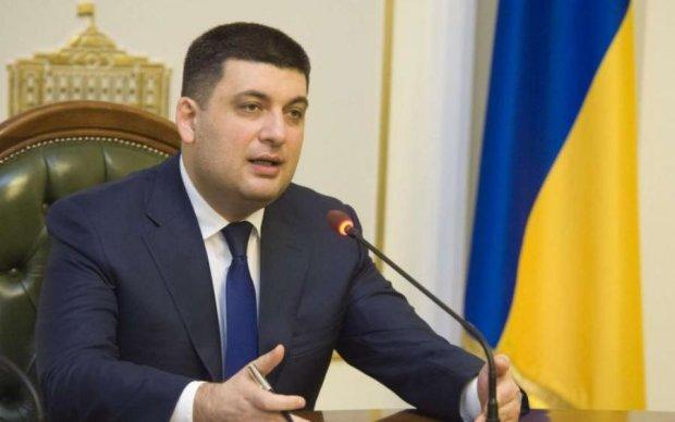 Шоколадный загар Гройсмана вызвал много вопросов у украинцев, но в Кабмине все засекретили