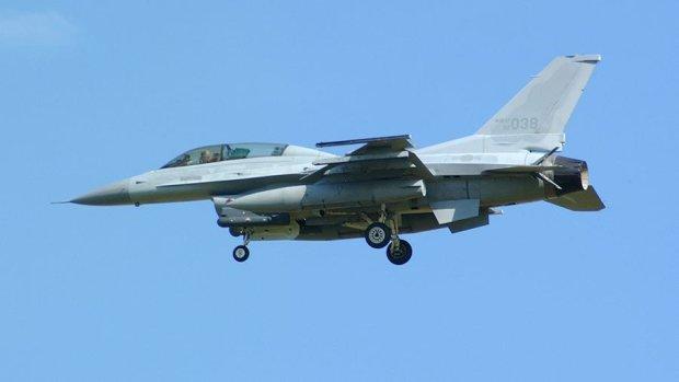 В небе над морем таинственно исчез истребитель ВВС: растворился в один миг, нет ни единой зацепки