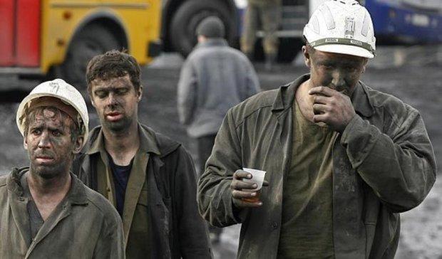 Заблокованих  через обстріл 216 шахтарів підняли на поверхню