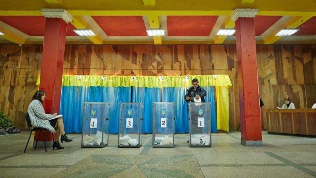 Як проголосували жителі Криму: перевірки на кордоні, опитування ФСБ і патріотичні промови