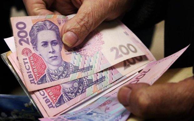 Странная статистика: сколько украинцев получают больше 10 тысяч гривен