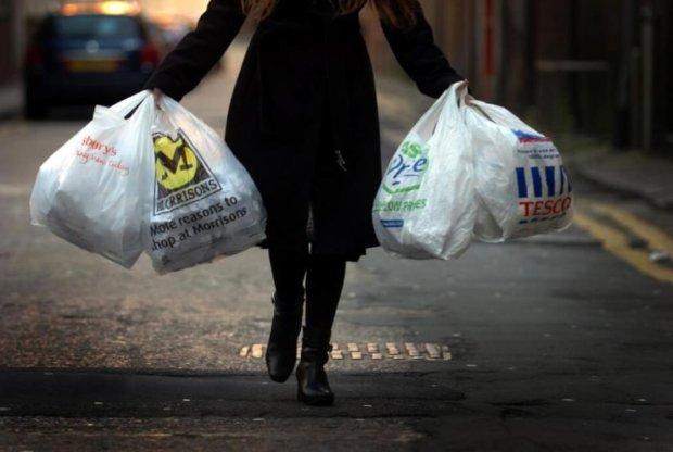 Пластмасовий світ переміг: звичайні пакети виявилися екологічнішими за папір