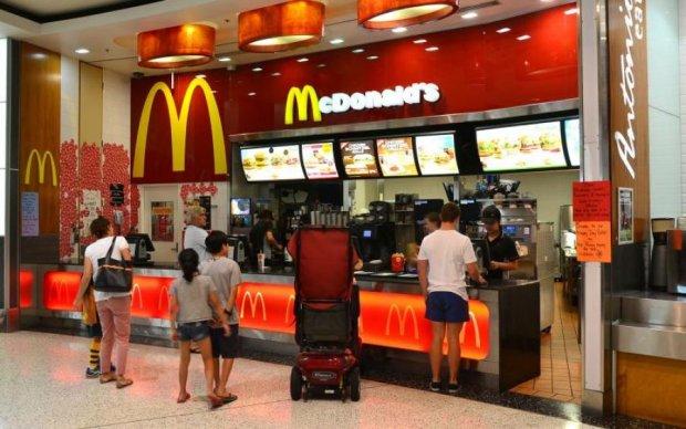 McDonalds напоїв вагітну миючим засобом замість кави