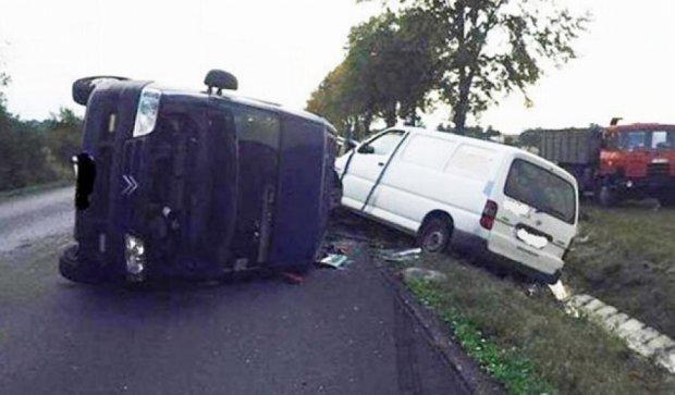 Неподалеку от украинской границы столкнулись три фургоны (фото)