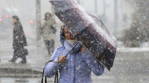 Киев накроет град со снегом, прячьте машины и горячие головы