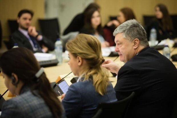 Коварный Путин нацелился на душу Порошенко, экс-президент взывает о помощи