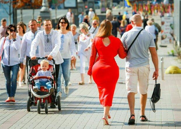Кардашьян раптово нагрянула до  Києва, чоловіки, тримайтеся: гарячі фото пишнотілої хуліганки