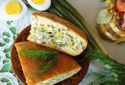 Заливний пиріг з яйцями і зеленню - як швидко і смачно нагодувати всю сім'ю