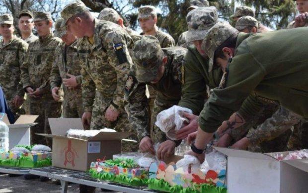 Пасхальные фото с передовой: как под обстрелами украинские воины отмечают праздник