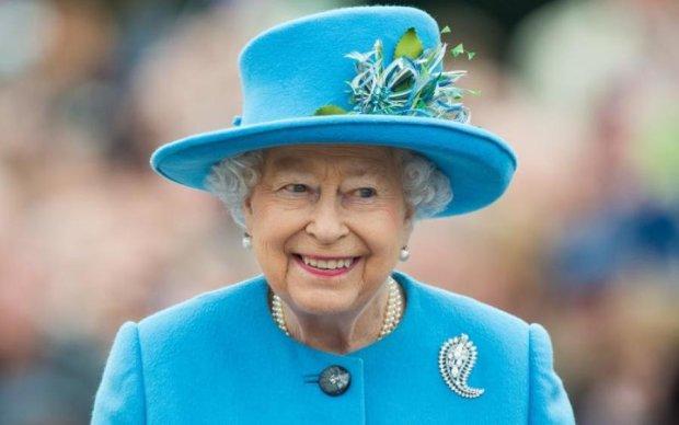 В Британии разгорелся скандал из-за трусиков королевы