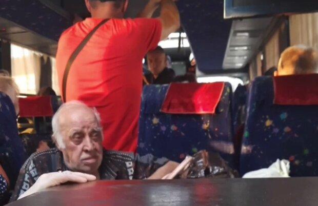 """""""Пассажиры ехали стоя, бак пустой"""": харьковчане провели 15 часов в изнурительной поездке из-за водителя"""