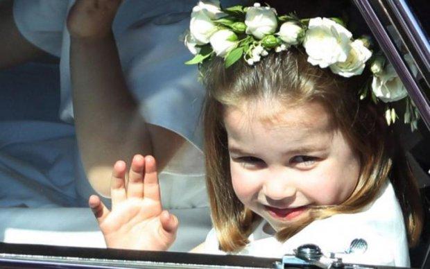 По стопам Гарри: принцесса Шарлотта отличилась на королевской свадьбе