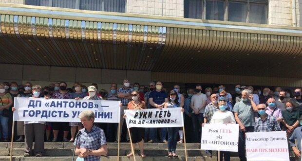"""Протести на заводі """"Антонов"""", фото: PavlovskyNEWS"""