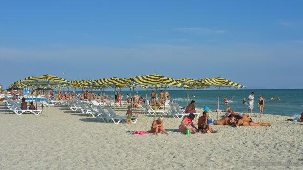 """В Кирилловку """"причалил"""" труп, весь курорт на ушах: туристы массово бегут с пляжей"""