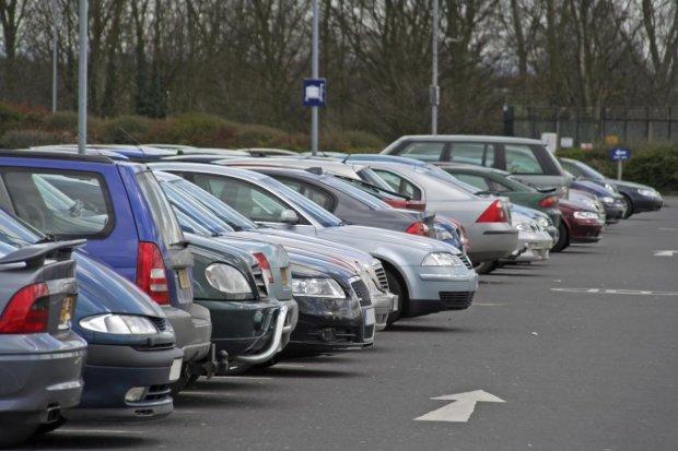 Новий закон про паркування доб'є евробляхи