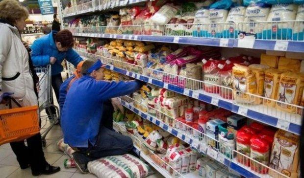 Киевляне бесплатно покушают в супермаркете