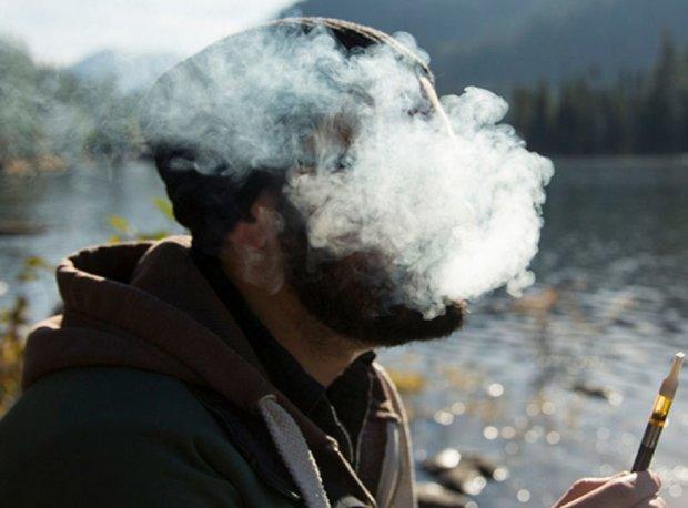 Електронна цигарка розірвала вейпера: збирали по частинах