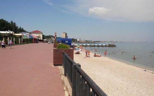 """В поисках туристов: оккупанты устроили """"зачистку"""" пляжей от отдыхающих"""