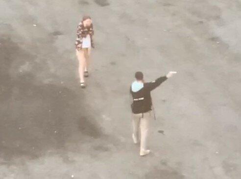 """В Харькове подростки устроили игры с пистолетом, переполох на весь район: """"Спасибо, что не по людям"""""""