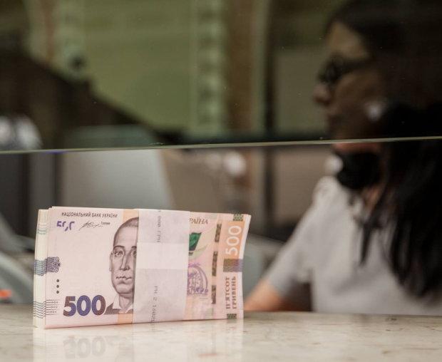 """В Украине """"лопнул"""" еще один банк: узнайте, в безопасности ли ваши деньги"""