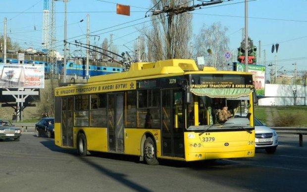 Моторошний стан українського тролейбуса ледь не коштував життя малюкові