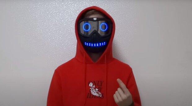 """14-річний український школяр створив унікальну маску: """"Носив звичайну тканинну"""""""