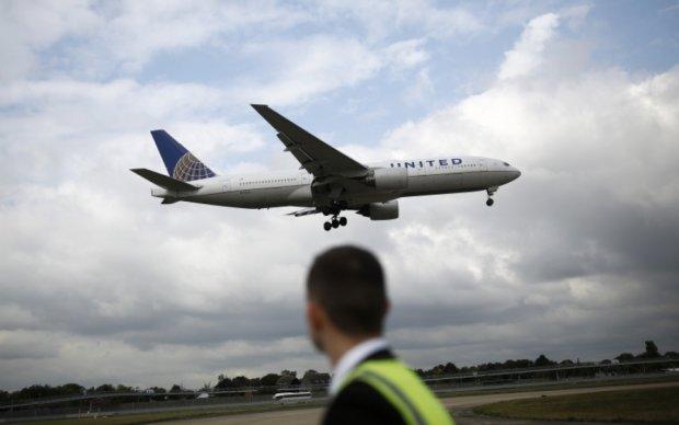 Авиакомпания United Airlines снова вляпалась в скандал